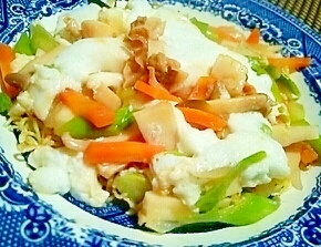 ふわしゅわ、春野菜の淡雪餡かけかた焼きそば