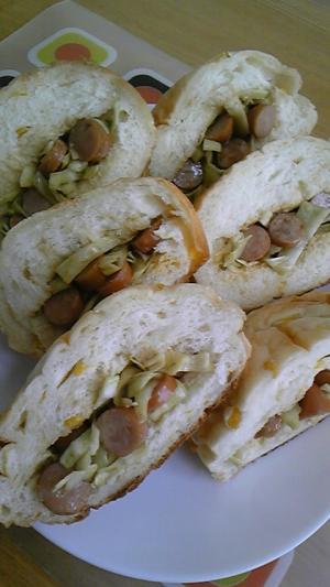 朝食にランチにキャベツとウィンナーのサンドパン