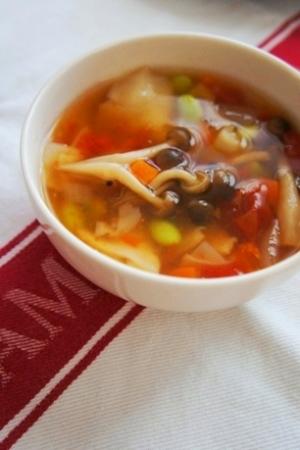 朝からビタミンたっぷり、枝豆のミネストローネスープ