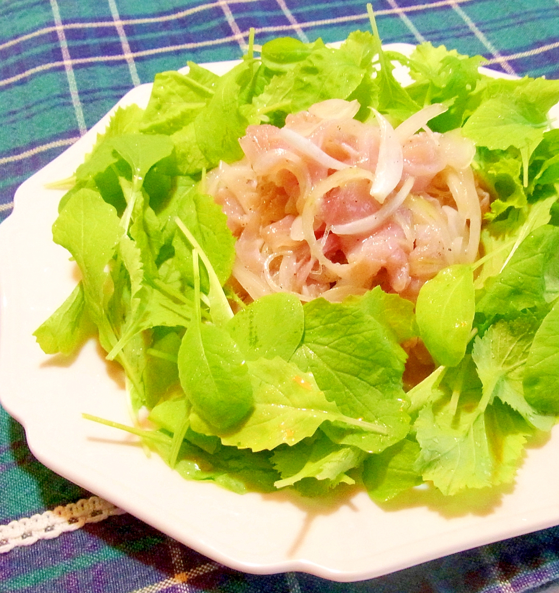 2. 味付け濃厚!生ハムマリネとベビーリーフのサラダ