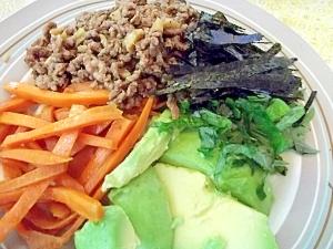 野菜とひき肉のピリ辛・五色ご飯