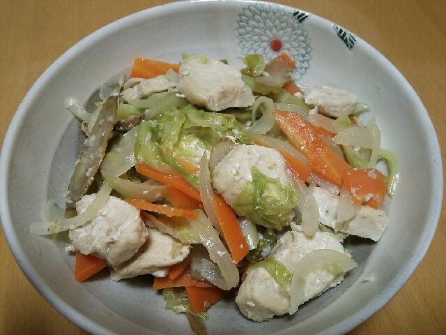鶏むね肉と野菜の塩麹蒸し