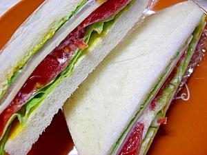 野菜とチーズのサンドイッチ