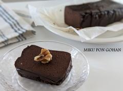 混ぜて焼くだけ!粉なしチョコチーズケーキ
