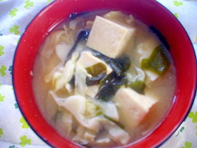 豆腐&キャベツ&ワカメのお味噌汁~☆