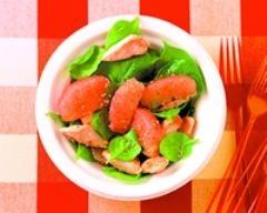 鶏肉とゴマ、グレープフルーツとほうれん草のサラダ