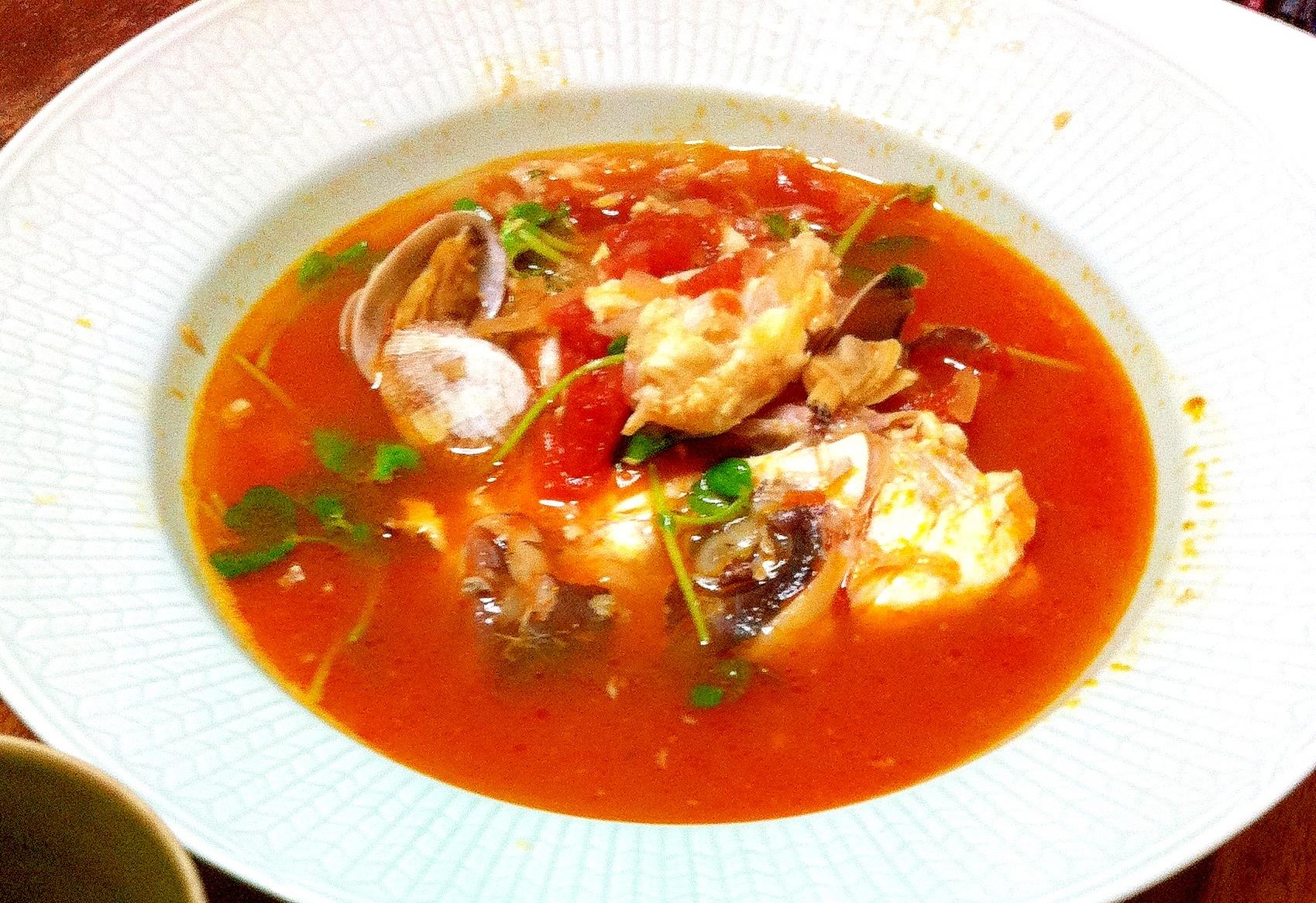 鯛のアラとあさりのトマトスープ