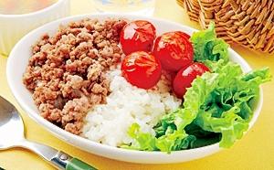 楽天マート☆ひき肉とホットトマトの丼