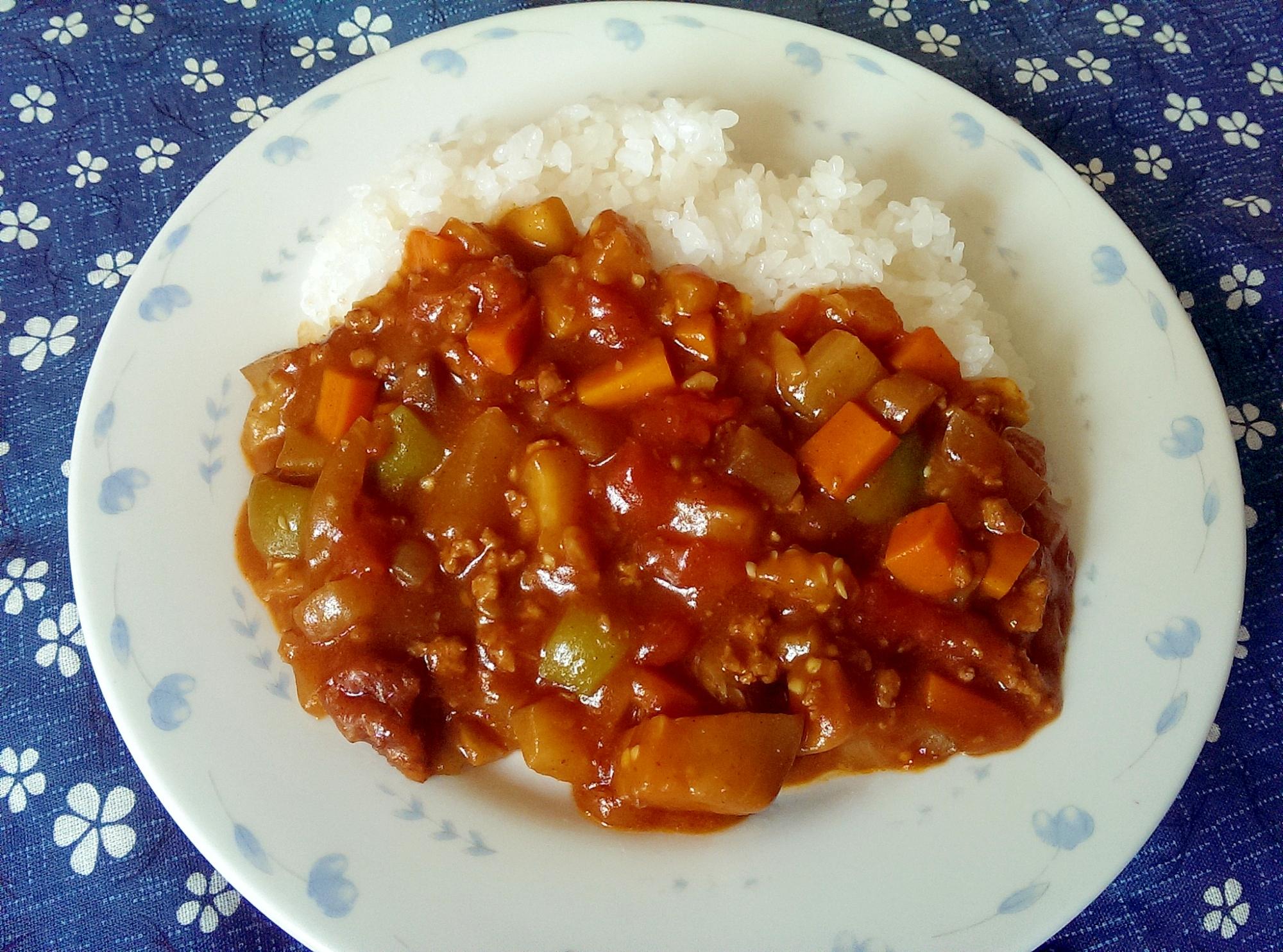 トマト缶で作るひき肉と夏野菜のカレー