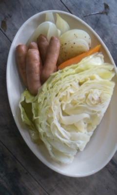 ダッチオーブンde丸ごと食べるキャベツスープ