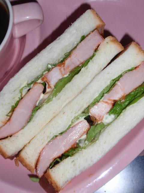 厚切りハムの味噌グラス風味サンドウィッチ
