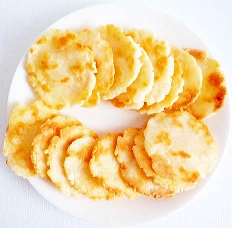 米粉とフライパンで作る チーズ煎餅