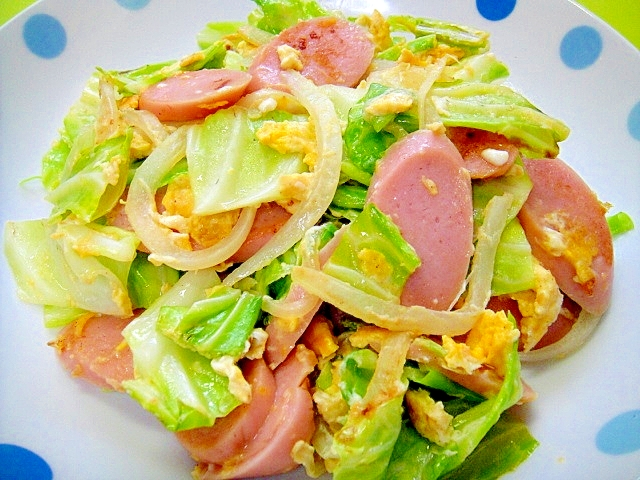 キャベツと魚肉ソーセージ玉ねぎの卵炒め