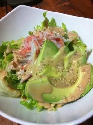 アボカドとカニカマの彩りサラダ