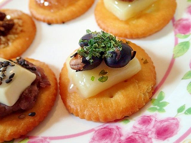 スマートチーズと黒煎り大豆の焼きリッツ