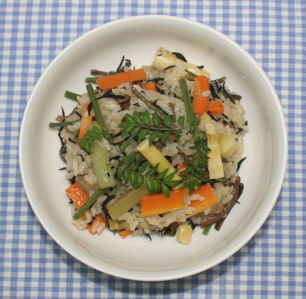 簡単☆おいしい☆ひじきと乾燥山菜のおこわ