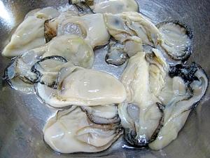 お魚屋さんに教わった、牡蠣の下処理の方法。