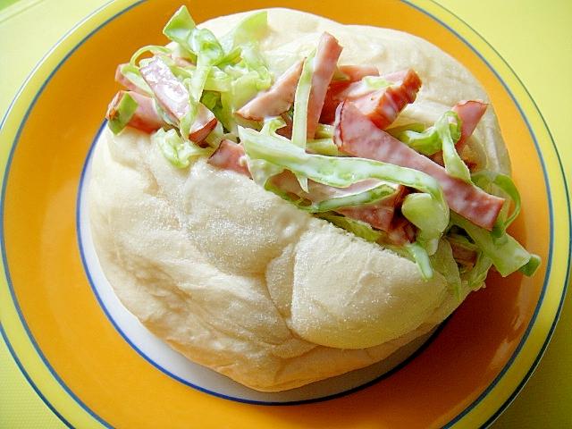 キャベツと焼き豚のサンドイッチ