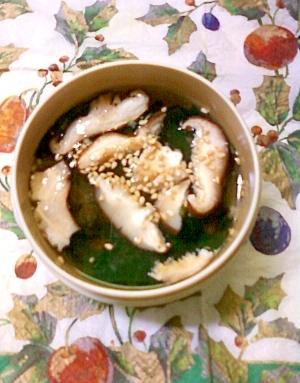 お弁当に☆わかめと椎茸と花かつおと胡麻の味噌汁♪