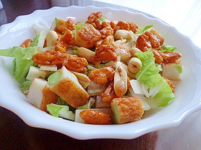 さつま揚げとオカキと落花生のおつまみな白菜サラダ