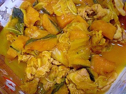 4. 冷めてもおいしい!かぼちゃと白菜の煮物