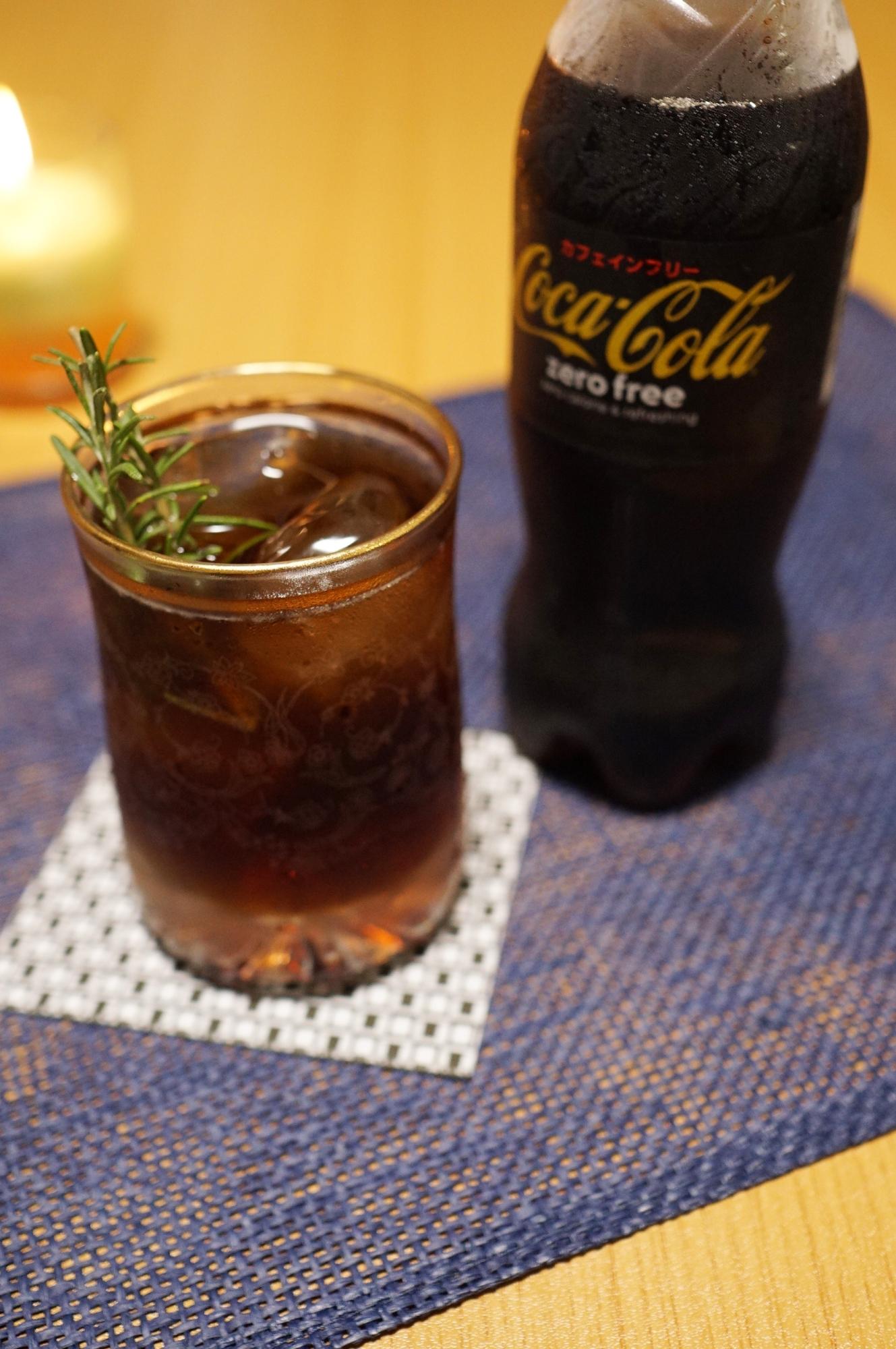 グラスに入ったハーブコークウイスキー