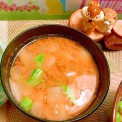 蕪とスナップえんどうのクリーム味噌汁
