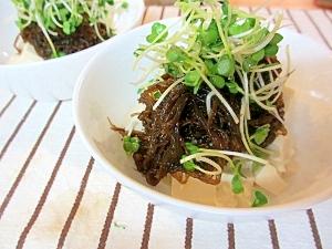 カイワレともずくと豆腐の小鉢