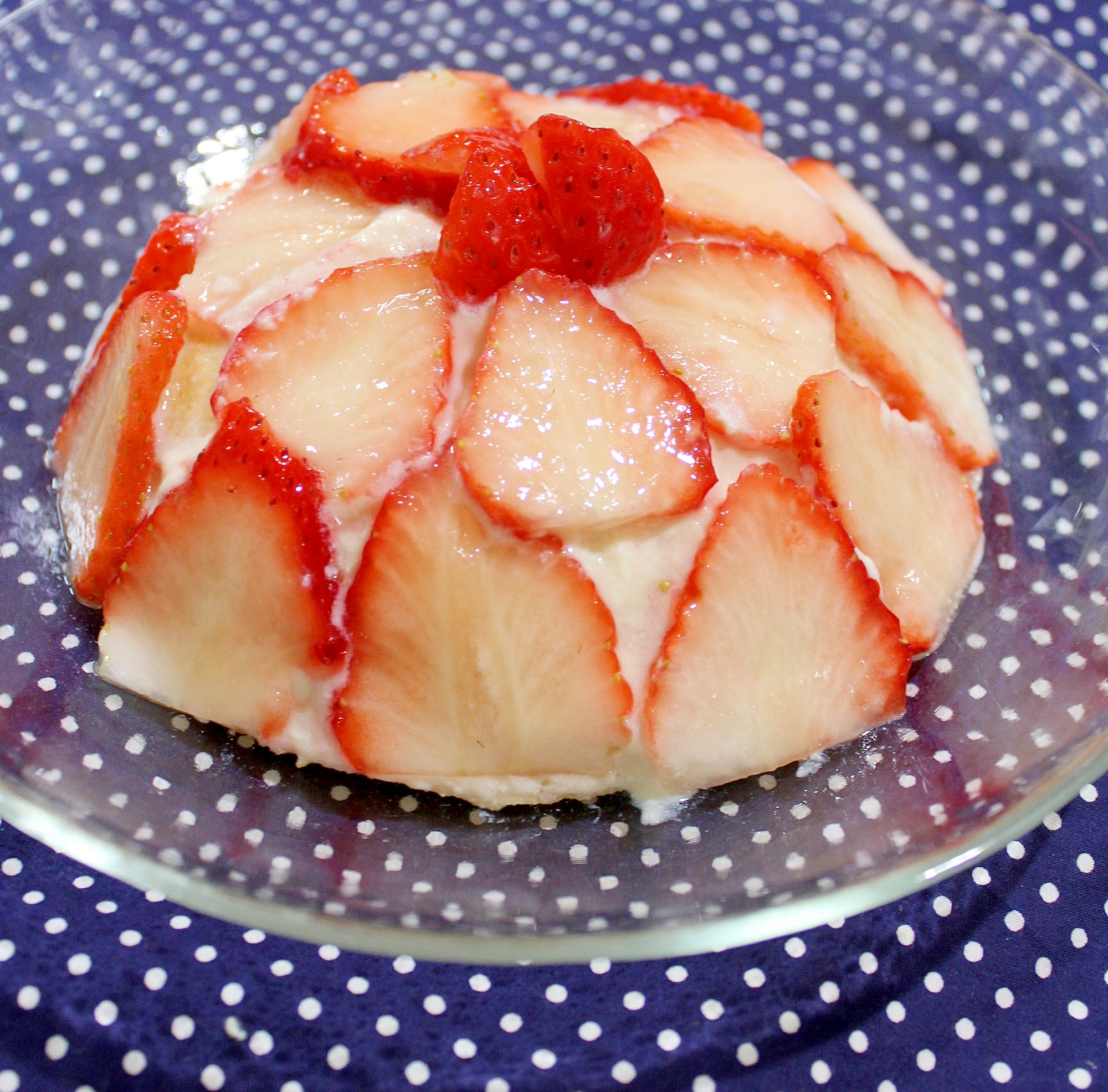 1歳誕生日♪レンチン簡単☆苺のデコレーションケーキ