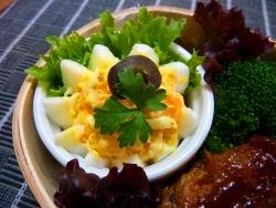 茹で卵をオシャレにお弁当に