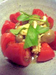 とっても簡単♪おいしい☆トマトバジルきのこのサラダ