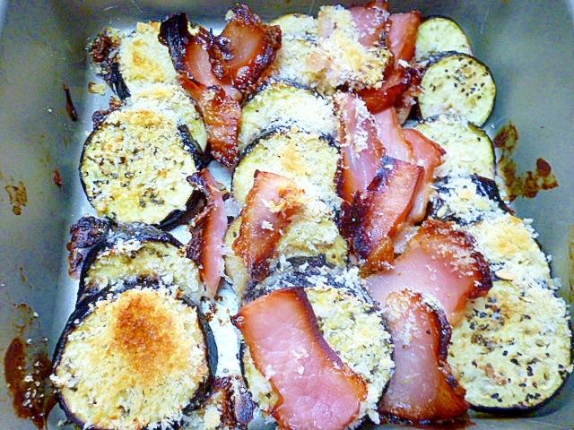 オーブンで焼くだけの茄子とベーコンのパン粉焼き