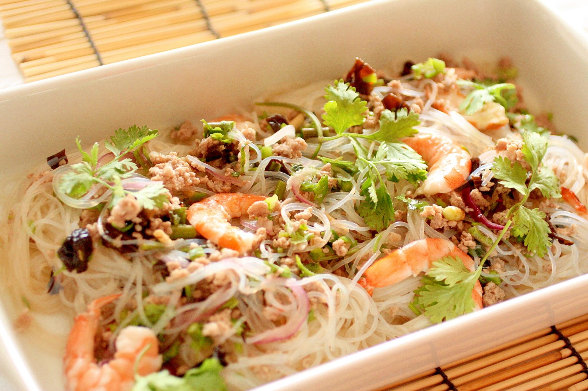 男性に人気!タイ風春雨とエビのサラダ