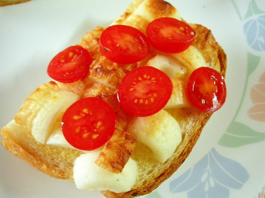 お夜食に!マヨちくわとミニトマトのトースト♪