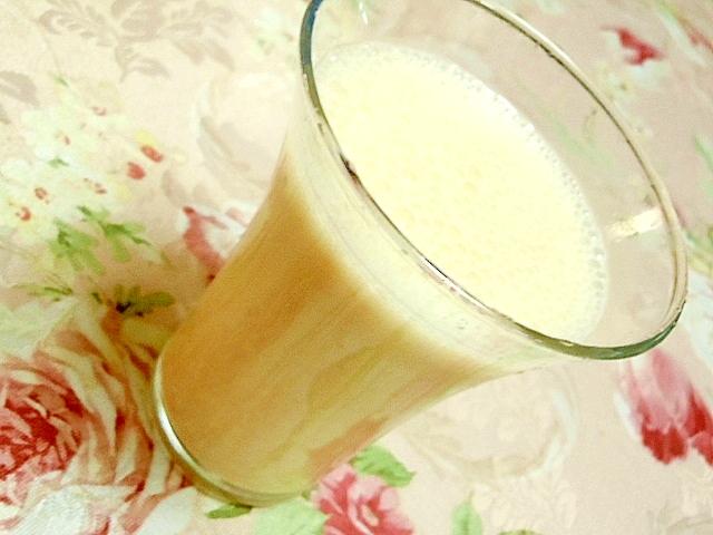 バナナときな粉と生姜のヨーグルトシェイク