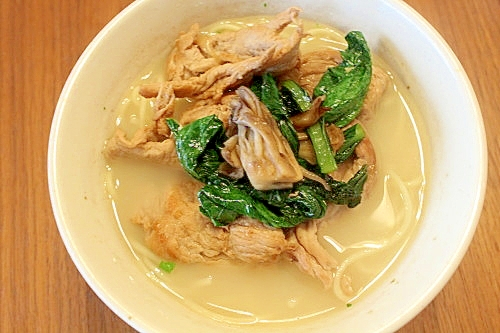 小松菜と豚肉炒めのせ豚骨ラーメン