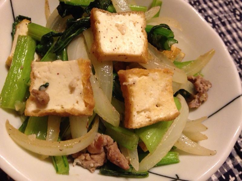 小松菜とたまねぎと厚揚げの塩そぼろ炒め。