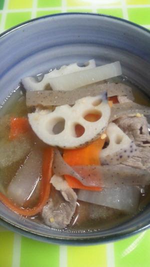 おかずになっちゃう♪根菜たっぷり豚汁