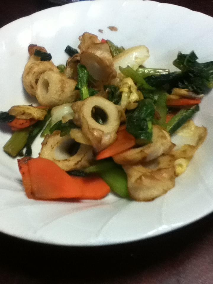 ちくわと小松菜とニンジンの麺つゆ炒め