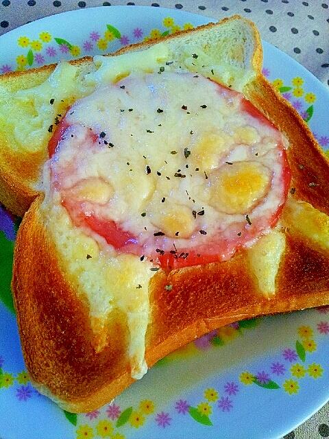 ハムとチーズとバジル風味のトースト