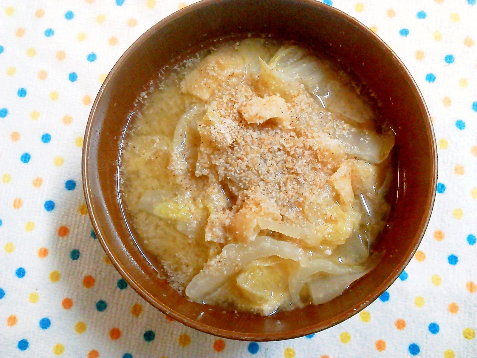 4.【白】すりごま入り白菜の味噌汁