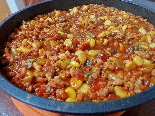 大豆ミートとコーンと大根葉のミートソース