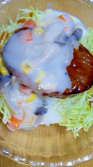 美味!クリームシチューがけハンバーグ丼