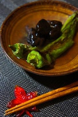 5. 焼き甘唐辛子と椎茸の餡かけ