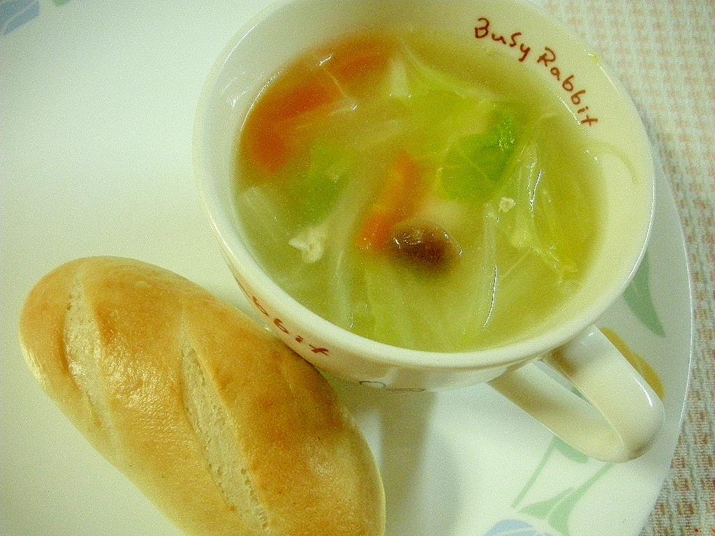 キャベツと人参とシメジのコンソメスープ&プチパン