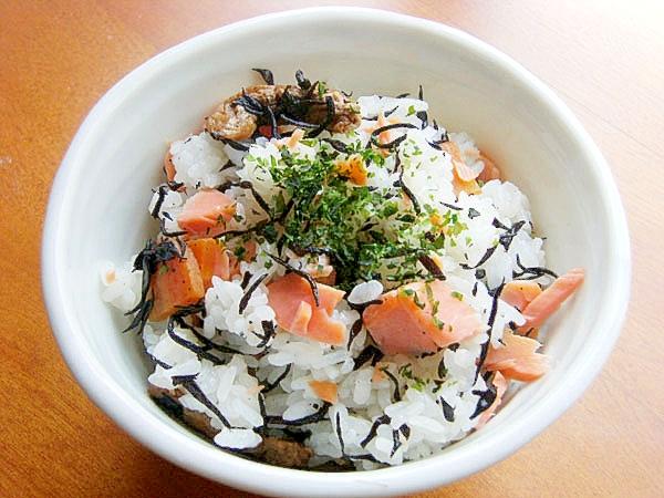 3. ひじき煮と焼き鮭の混ぜご飯