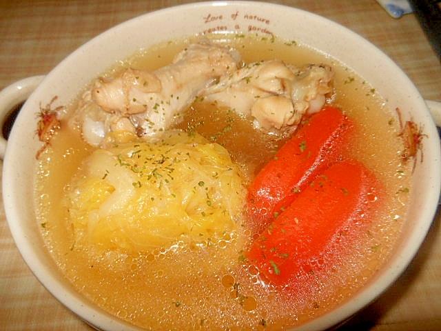 圧力鍋で簡単~キャベツと鶏手羽元のコンソメスープ