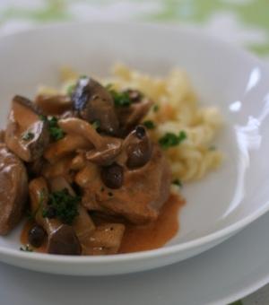 パプリカ風味の鶏肉とキノコの洋風雑煮。