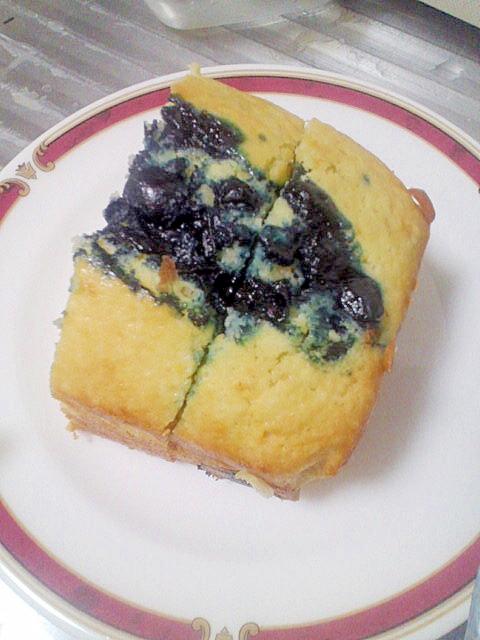 お手軽スイーツ☆バナナ&ブルーベリーのケーキ