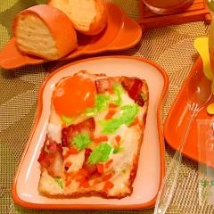彩り野菜とベーコンの目玉焼き